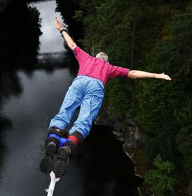 AI INCERCA SA FACI BUNGEE JUMPING?